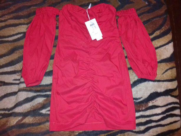 Платье красное с открытыми плечами