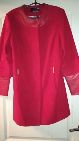 Весеннее кашемировое коротенькое пальто