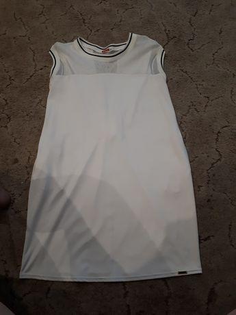 Sportowa biała sukienka