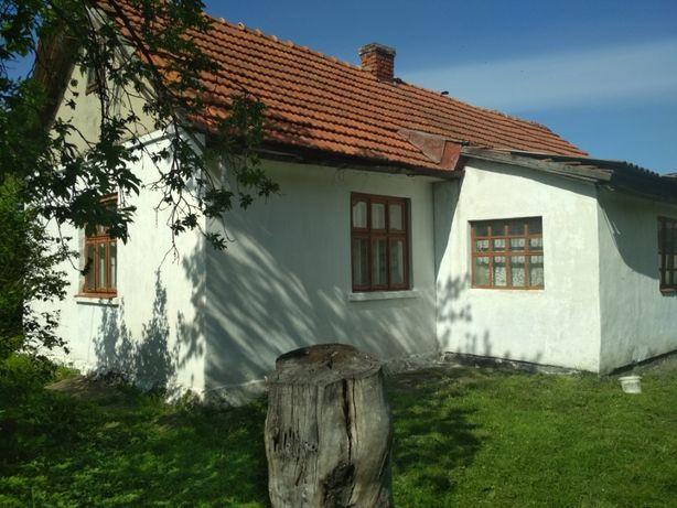 Продається житловий будинок з присадибною ділянкою 30 сотих біля Львов