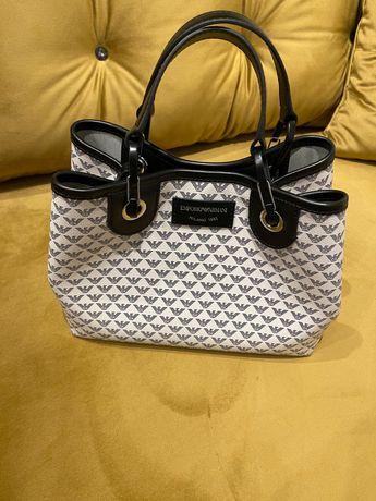 Piękna torebka Armani