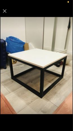 Biały stolik kawowy loft niski stół kwadratowy biały blat czarne nogi