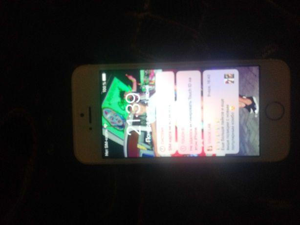 Телефон айфон 5s чехлы и зарядки