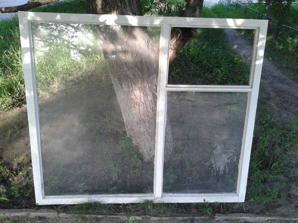 Продам окно из дерева с форточками.