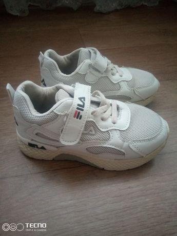 Кросівки Fila.  Білі