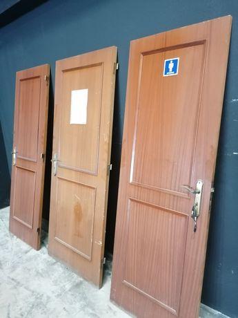 Portas de madeira em bom estado