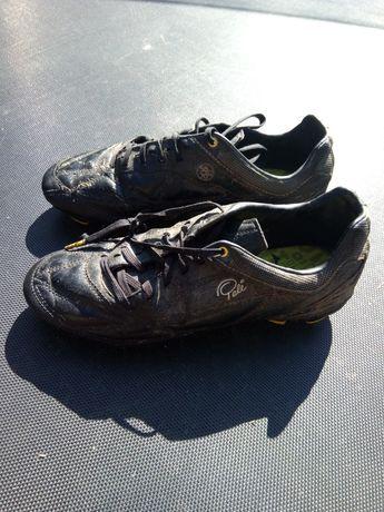 Korki Lanki Pele czarne piłkarskie 40,5