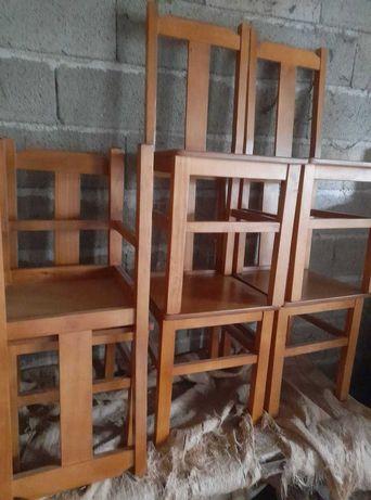 Para venda seis cadeiras em madeira novas nunca usadas.