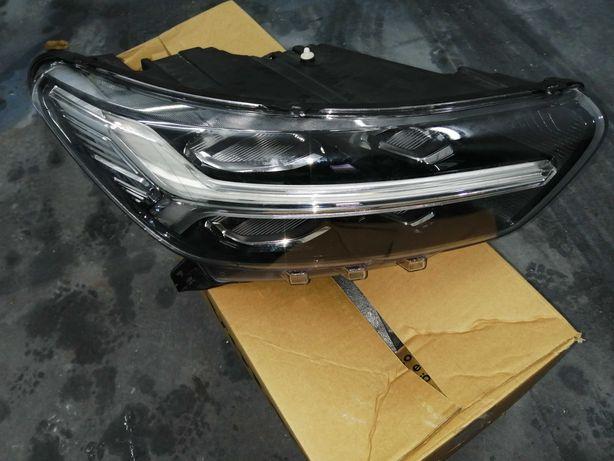 Farol do lado direito e esquerdo frente do Volvo XC40 original usado