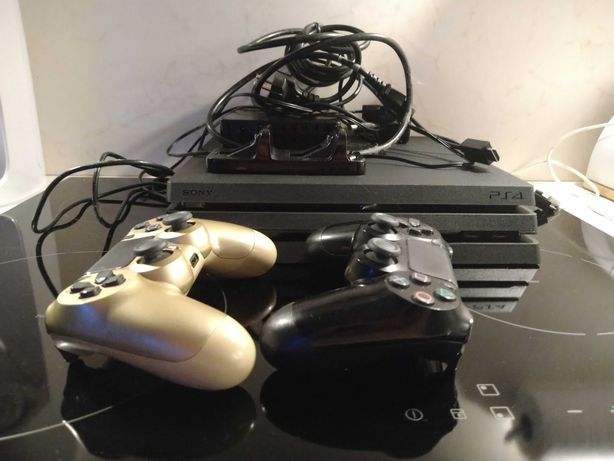 Konsola PlayStation 4 Pro + gry i dysk 4TB
