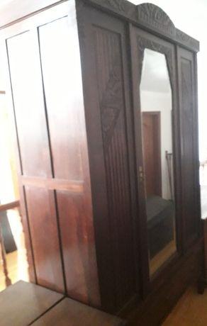 BOM PREÇO!!!Roupeiro de madeira maciça com espelho e gavetao em baixo