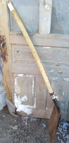 Лопата совковая большая.