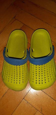 Buty klapki typu Crocs r.33
