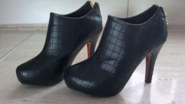 Jesienne czarne botki 37