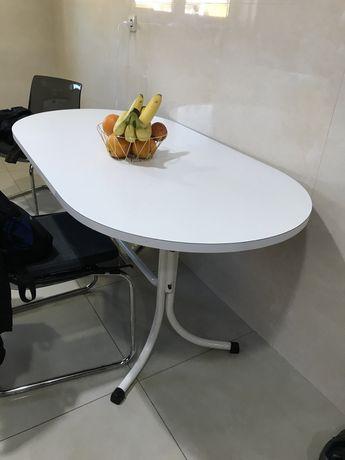 Vendo 2 cadeiras e 1 mesa