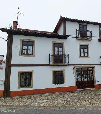 Casa/moradia de quinta V4+1/T4+1 no centro do Sobreiro (Albergaria-a-V