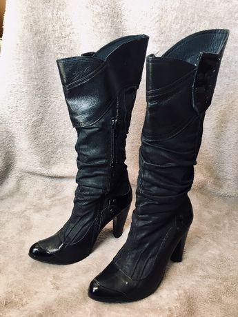 Lindas e elegantes botas de senhora em pele genuina da marca Salsa.
