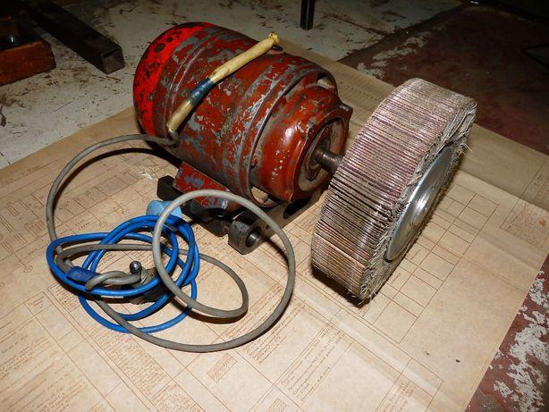 Электродвигатель с лепестковым кругом