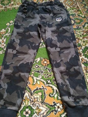 Спортивные брюки р.134