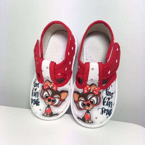 Тапочки в наличии 21,24 босоножки, тапулі,тапочки, туфлі