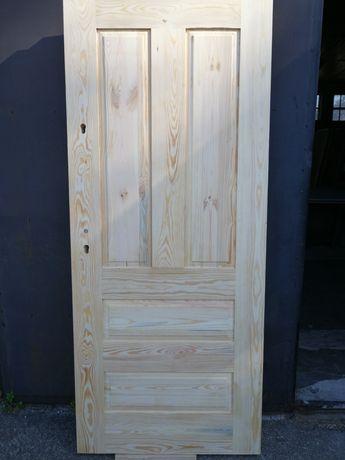 Drzwi drewniane zewnętrzne surowe DDS