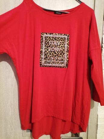 Czerwona bluzka z naszywka