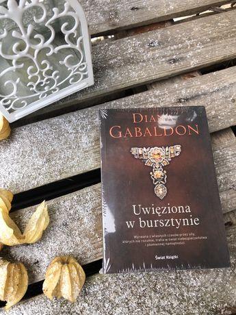"""Sprzedam książkę pt. """"Uwięziona w bursztynie"""" D. Gabaldon - NOWA/folia"""