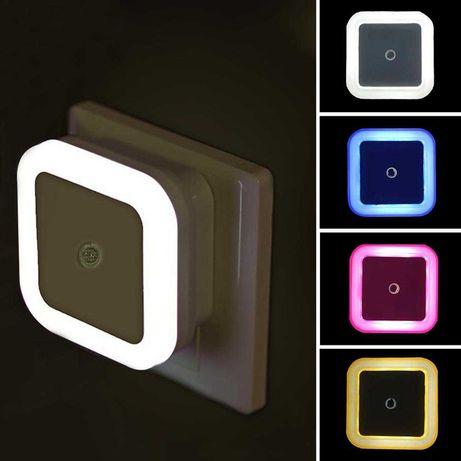 Ночник LED в Розетку пластиковый квадратный с датчиком освещения