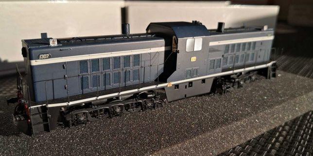 Locomotiva CP 1307 versão azul c/ faixa branca NORBRASS