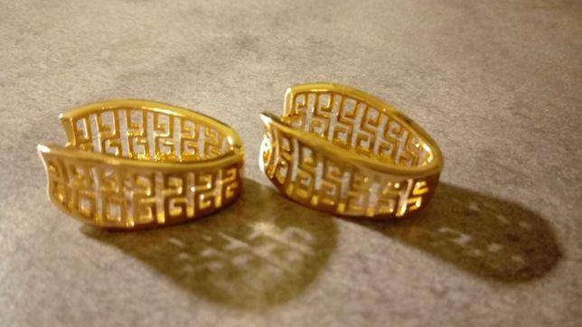 Złote kolczyki ze stali szlachetnej