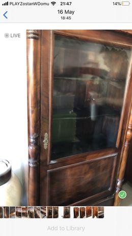 Szafa drewniana antyk ze szklanymi drzwiami