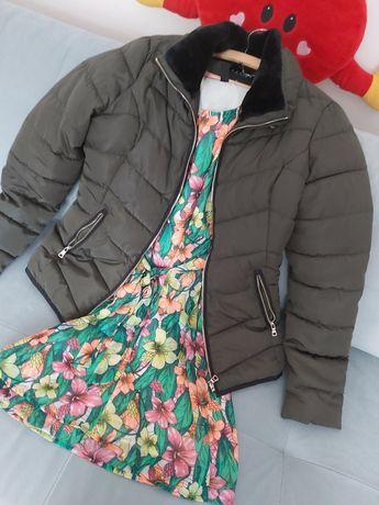 Kurtka z połyskiem Mohito i sukienka w kwiaty.