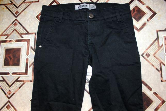 Штаны брюки черные stradivarius XS 24-25 размер укороченые
