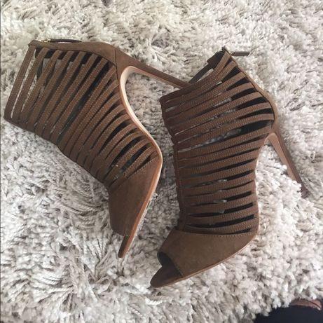Босоніжки ZARA туфлі підбори каблуки
