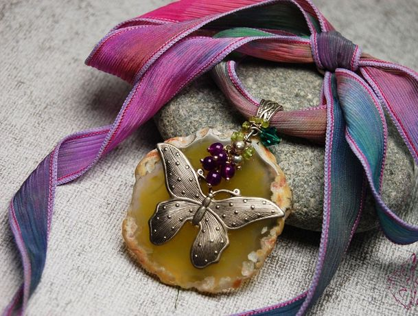 Винтажное колье бабочка срез агата на шелковой ленте. Ручная работа