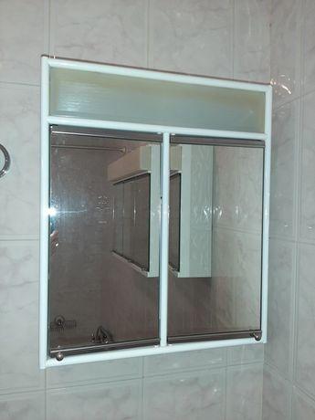 Armario de parede de casa de banho