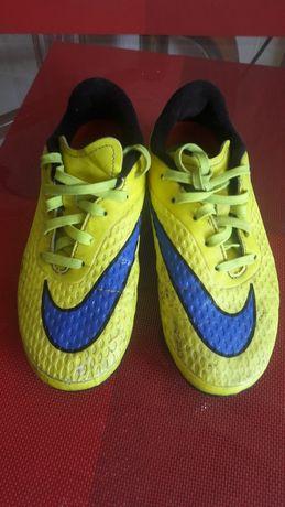 Детские футбольные бутцы Nike