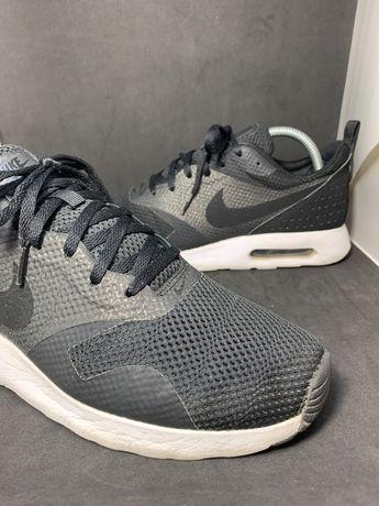Czarne Nike Air Max Tavas
