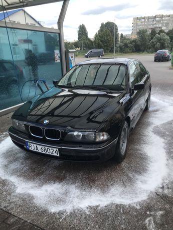BMW  E 39 520 Чёрная