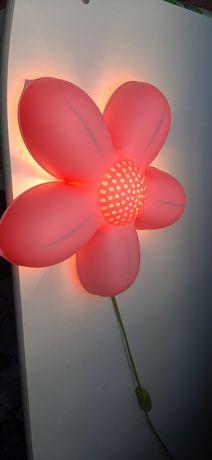 Lampka ścienna kwiatek Ikea do pokoju dziecięcego
