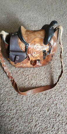 Кожаная сумка в виде седла