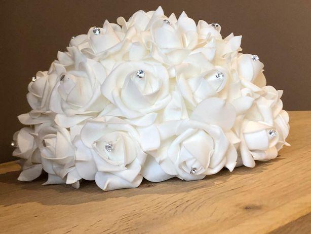Dekoracje ślubne/ różane ozdoby
