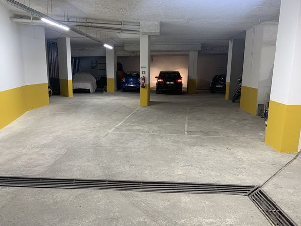 Lug. Garagem *CENTRO* - Rua D. Pedro V/Rua do Taxa