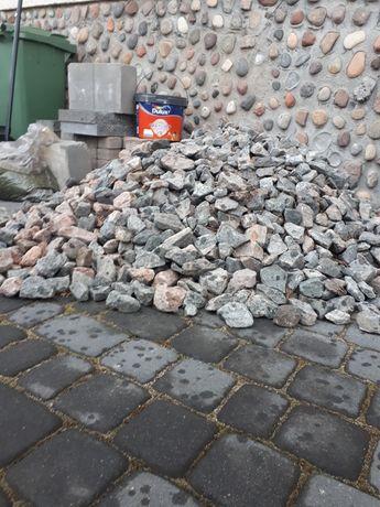 Kamień ozdoby ogrodowy