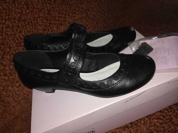 Buty na małym koreczku rozmiar 36