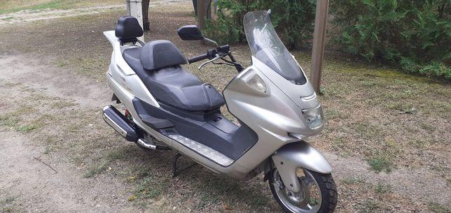 Макси-скутер 250 куб. в хорошем рабомчем состоянии .