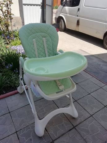 Десткий стул для кормления.