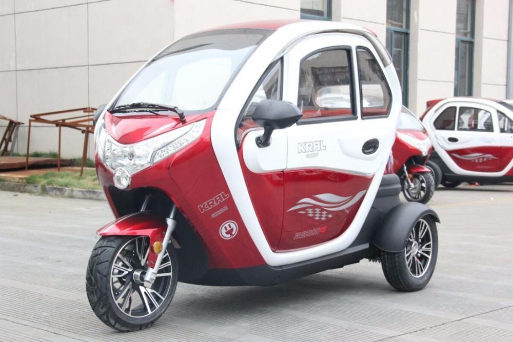 Электрический скутер (мотороллер) с закрытой кабиной трехколесный