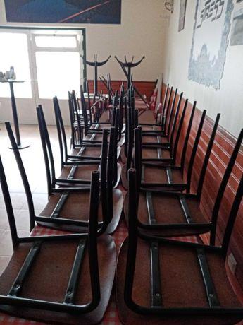 Vende-se mobiliário de restauração