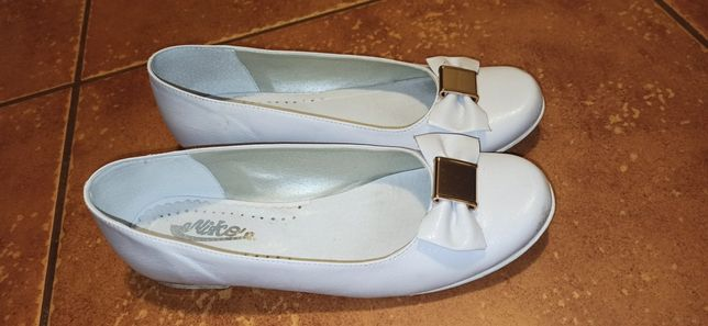 Buty/baleriny na I Komunię Św. rozmiar 36, białe ze złotą kokardką